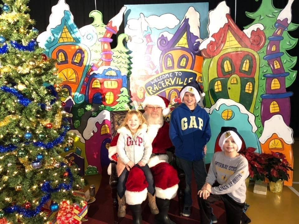 Murray State Basketball Santa with Grinch Christmas Painted Backdrop by Southern ADOORnments
