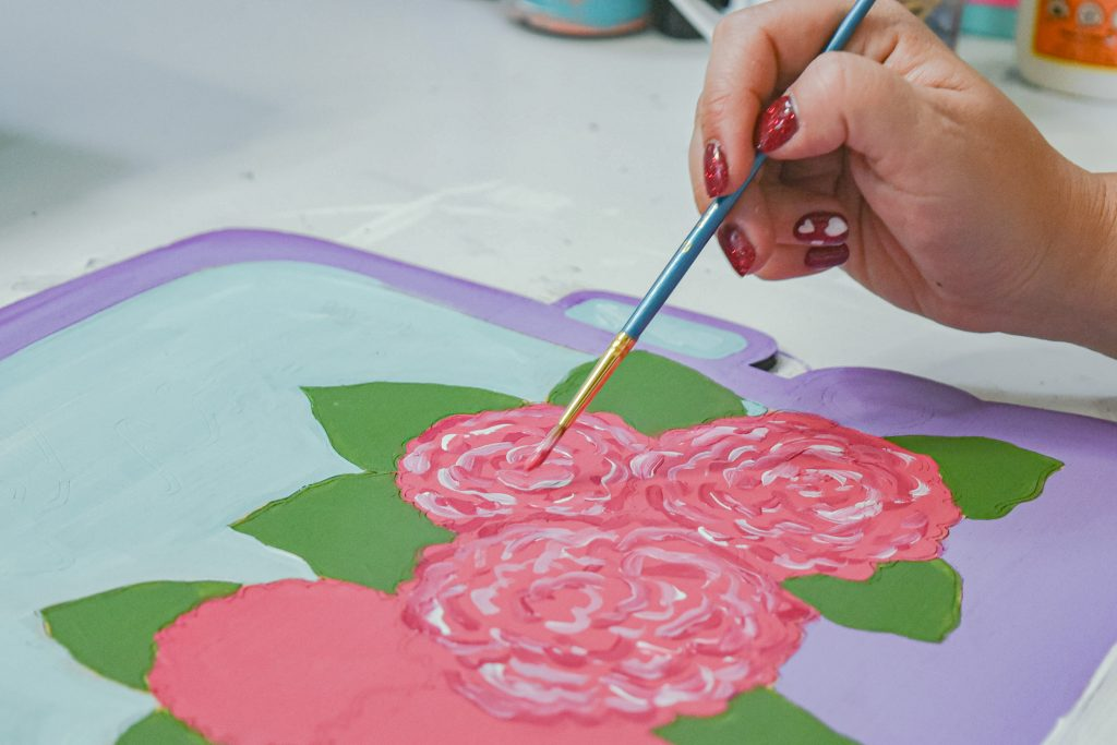 Liner Brush used to paint details on the flowers