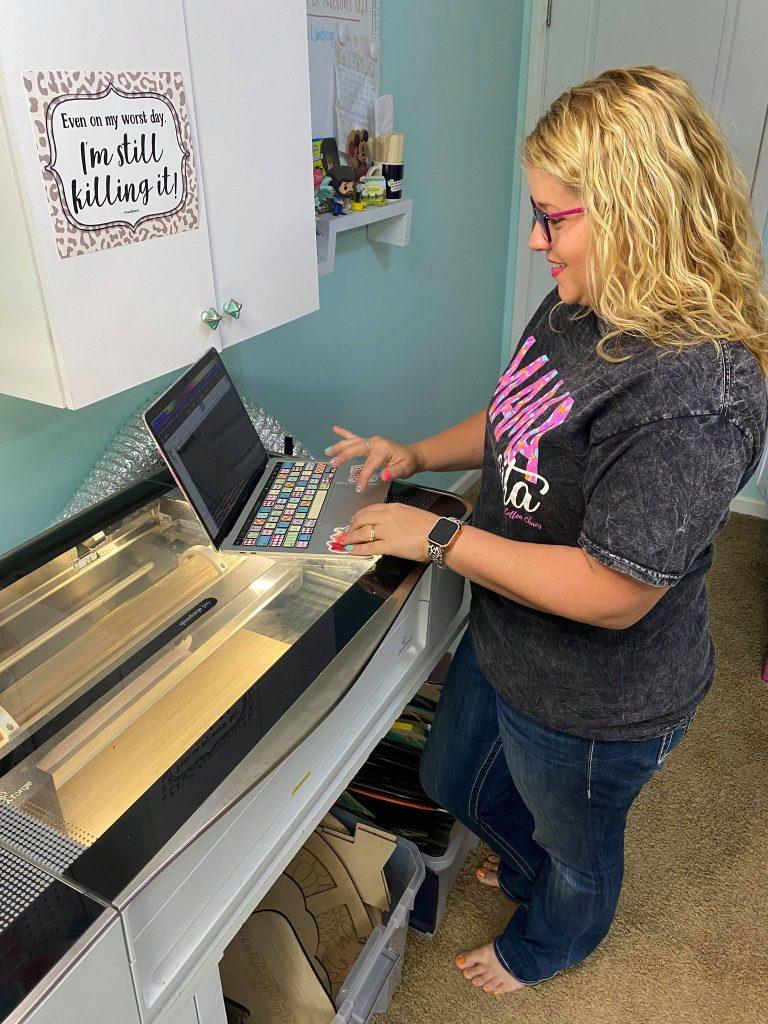 Tamara Bennett using the Glowforge software.