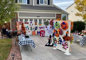 Painter's Clubhouse member, MaryLou Menegatti, set up an amazing craft show in HER driveway!